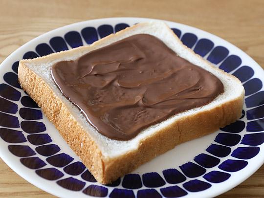 カークランド ヘーゼルナッツチョコスプレッド パンに塗った