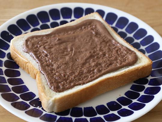 カークランド ヘーゼルナッツチョコスプレッド パンに塗ってトースト