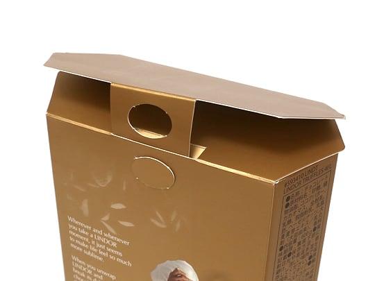 リンツリンドール トリュフチョコレート 4フレーバー 箱を閉じた状態