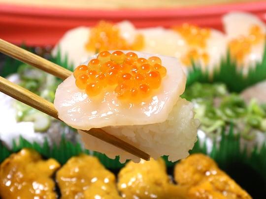 旬のにぎり寿司 ほたて+いくら