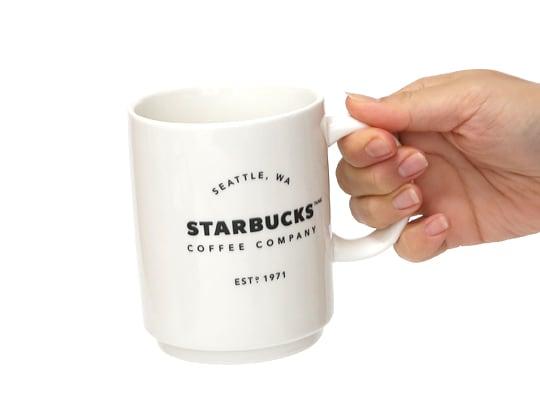 スターバックスコーヒー スタッキングマグ 手に持った様子