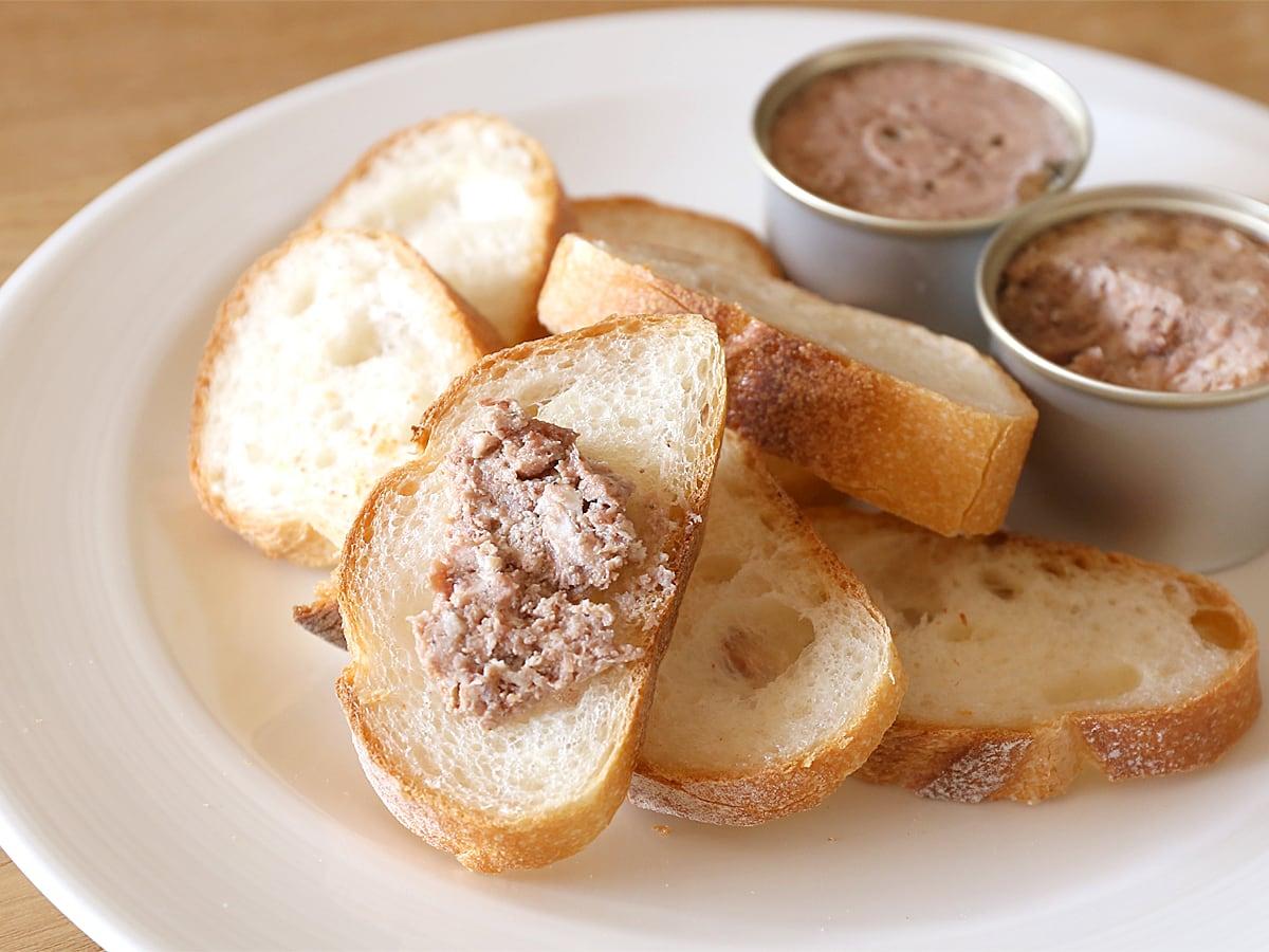 デュック・ド・ガスコーニュ 食肉テリーヌ詰め合わせ 使用例(バゲットに塗った様子)