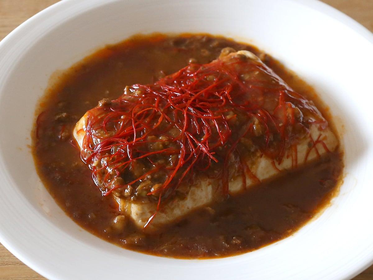 赤白発芽大豆麻婆豆腐 赤麻婆豆腐(お皿に盛り付けた)