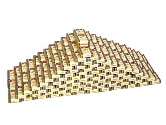 スイスデリス ダークチョコレート 積んでみた(ピラミッド?)