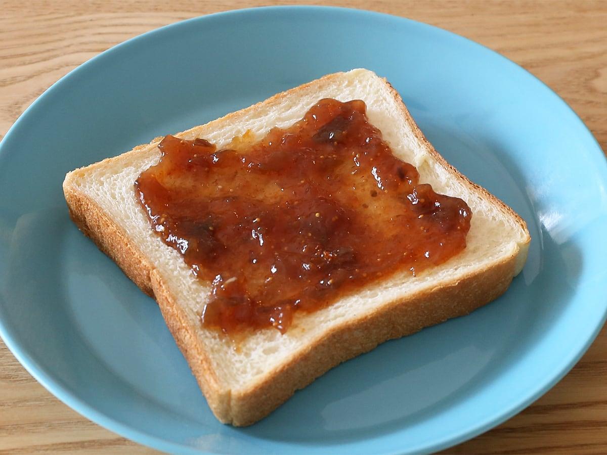 Les Comtes de Provence オーガニック いちじくジャム トーストした食パンに塗った