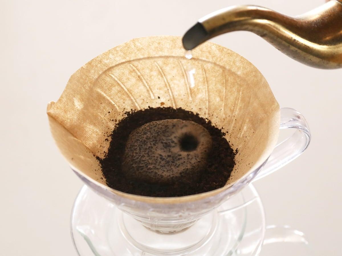 カークランドシグネチャー オーガニックニカラグアコーヒー 珈琲をいれている様子(豆が膨らむ)
