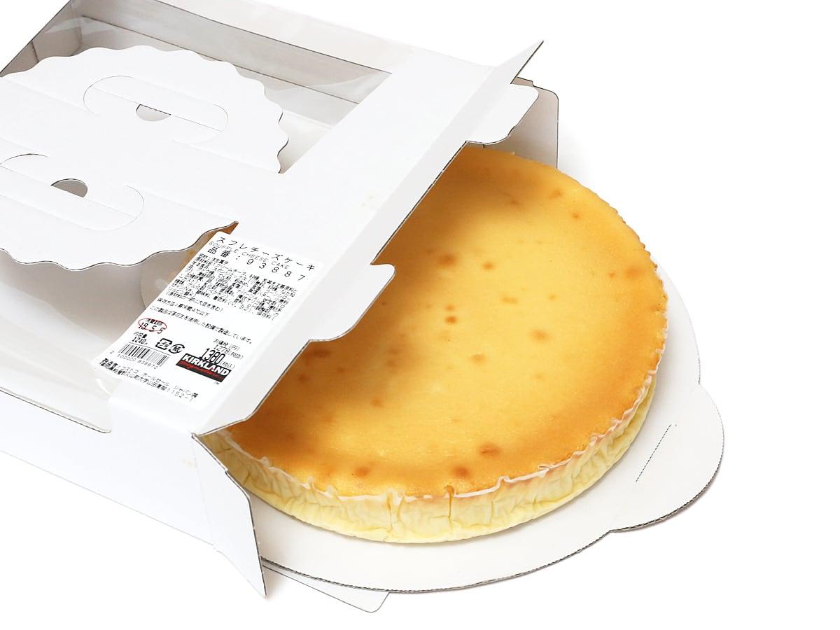 スフレチーズケーキ 箱から引き出した様子
