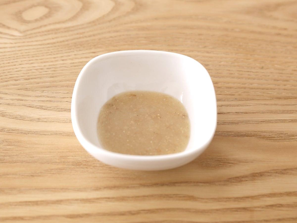 ビッグシェフ うま塩チョレギソース 中身(小皿に取り出した様子)