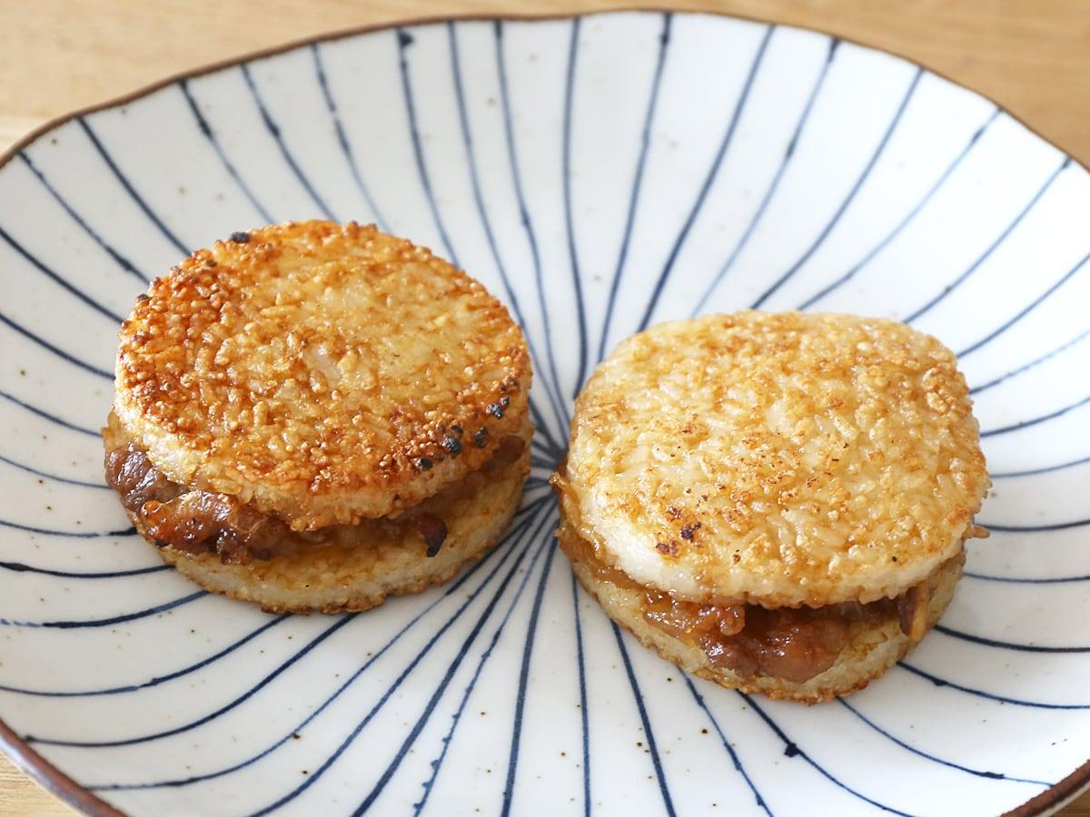 マルちゃん ライスバーガー焼肉 甘辛 1個(網焼き、フライパンで焼いた)