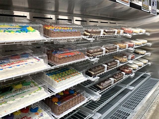 アメリカのコストコの店内の様子(ケーキのコーナー)