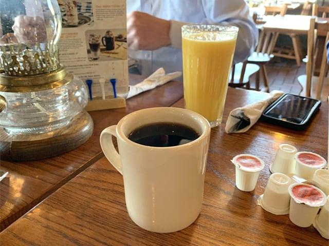 クラッカーバレルオールドカントリーストア 大きすぎるコーヒー