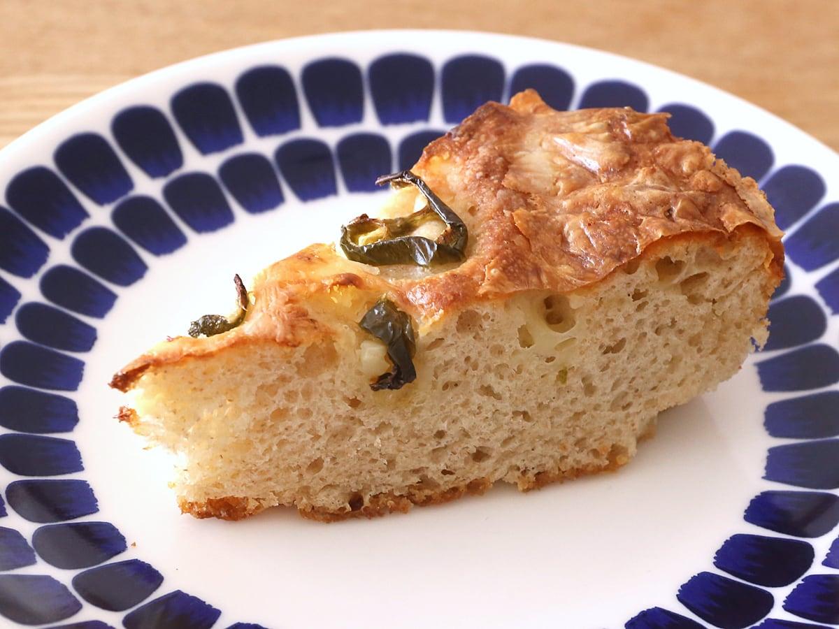ハラペーニョチーズブレッド ケーキカット(お皿に盛り付け)