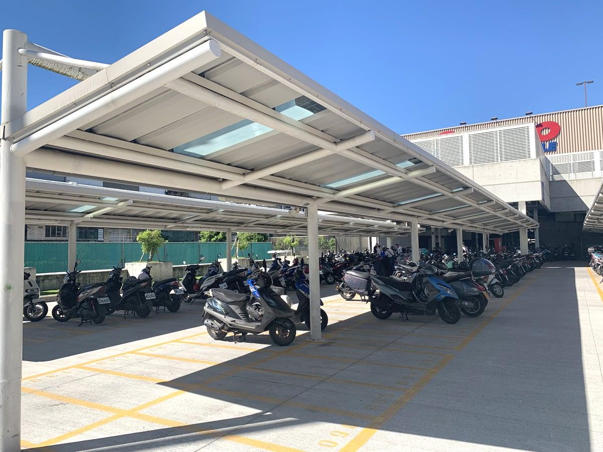 台湾のコストコ バイク置き場(駐輪場)