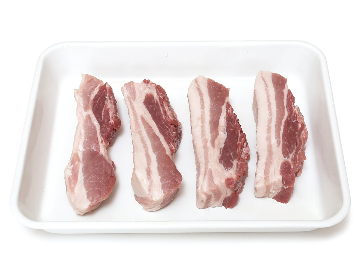コストコの巨大な豚バラ塊の切り分け方 カナダポーク三元豚 豚バラ真空パック カット小