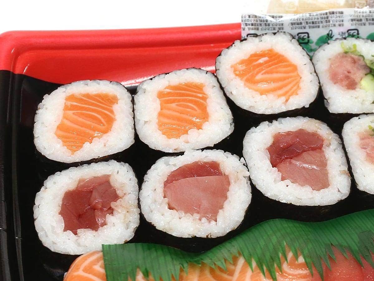 まぐろ3種とサーモン寿司 太巻きアップ