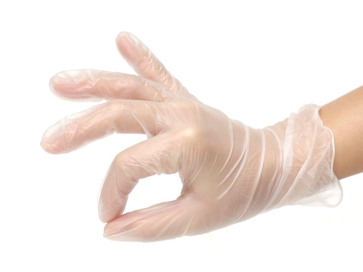 オカモト 調理につかえるビニール極薄手袋 Mサイズ 100枚入 使用例2(指先まで使える)