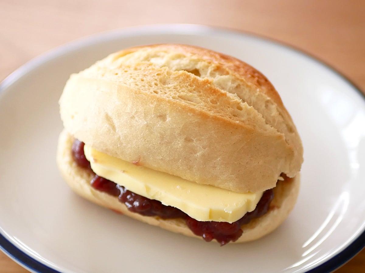 イズニーAOP無塩バター 500g 使用例:あんバターフランス
