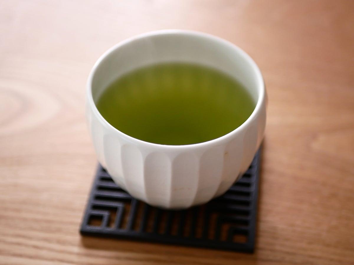 古賀製茶本舗 玉露入り八女茶 ティーバッグ 湯呑に注いだ