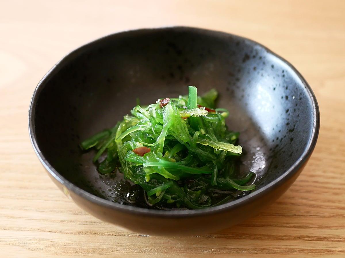 C-WEED シーウィードサラダ(茎わかめサラダ)1Kg 小皿に盛り付け