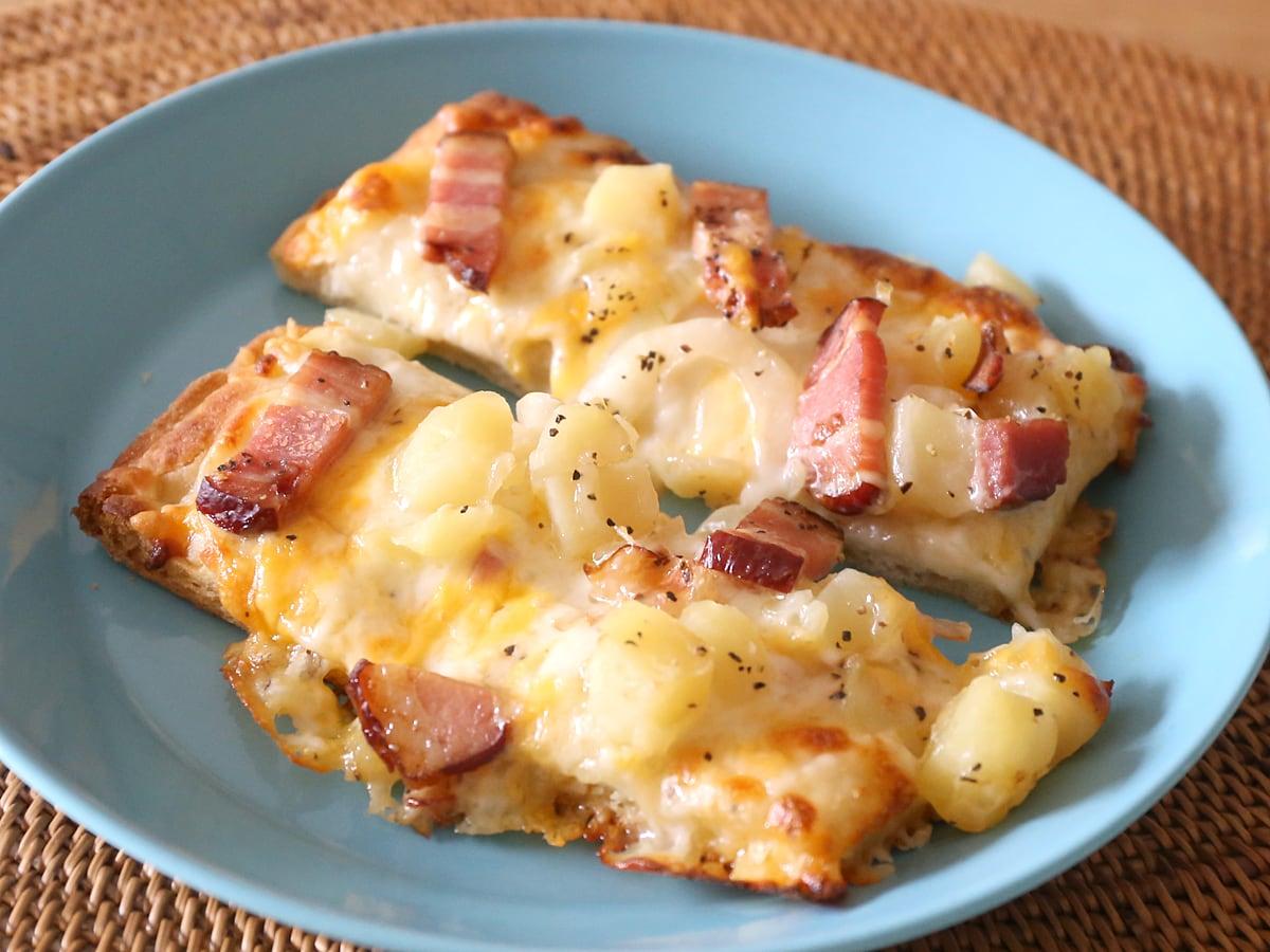 丸型ピザ スモークベーコン&ポテト オーブンで焼いた