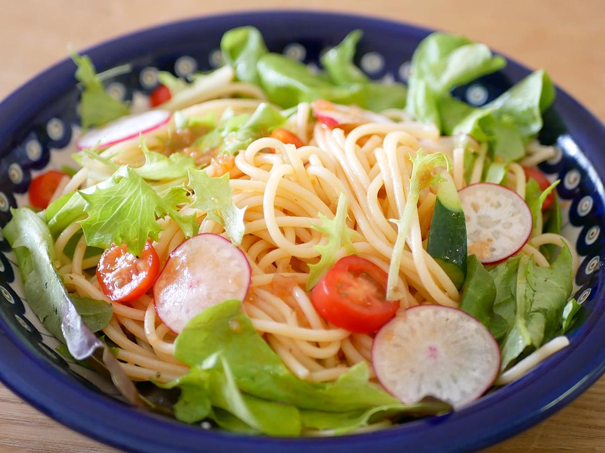 キユーピー 具沢山ドレッシング トマト 1000ml 使用例:サラダスパゲティ