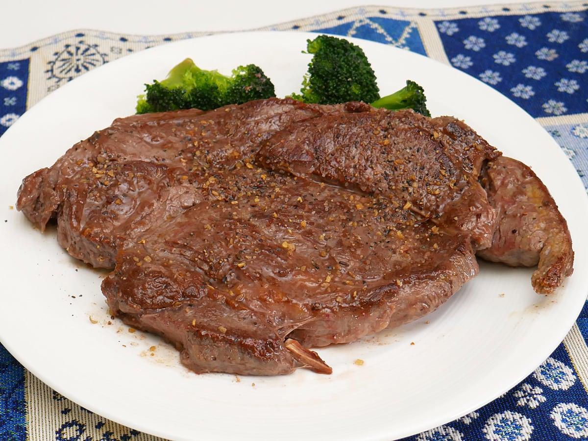 USAプライムビーフ肩ロースステーキ 調理例(焼いて盛り付け)
