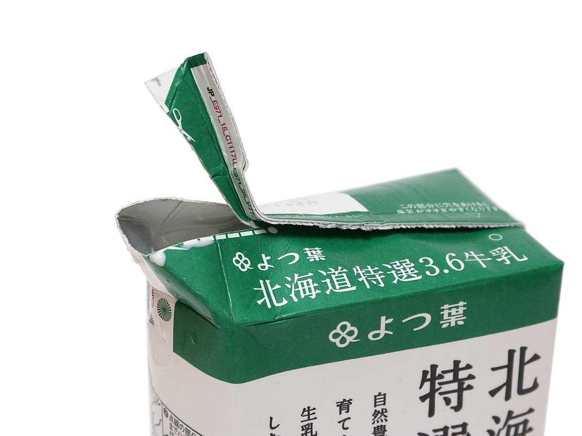 よつ葉 北海道特選3.6牛乳 1000ml 開封(注ぎ口)
