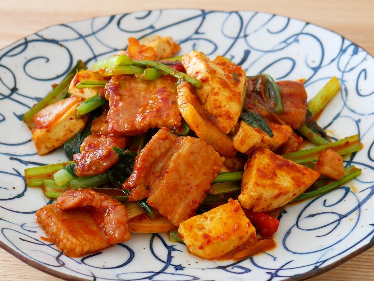 ヤンニョム豚バラ焼肉 アレンジ:豆腐と野菜で嵩増し