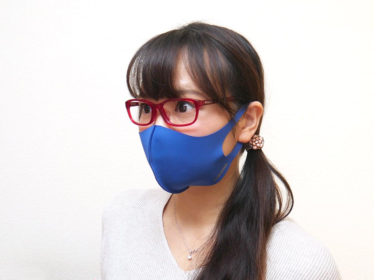 32DEGREES 大人用マスク(フェイスカバー)4枚組 使用例:コス子が着けたところ