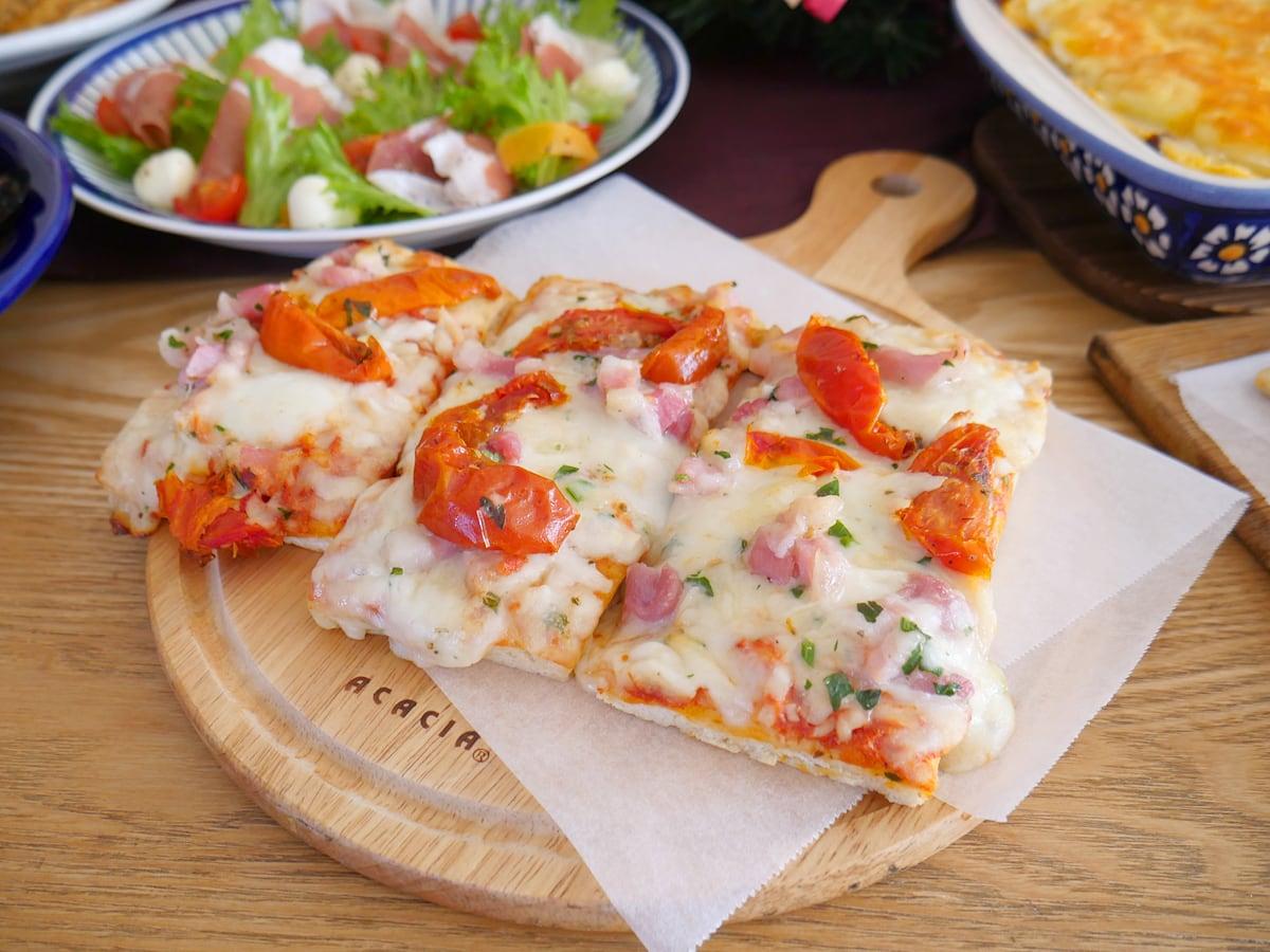コストコ商品でクリスマスパーティー2020 ピザ(丸型ピザ パンチェッタ&モッツァレラ)