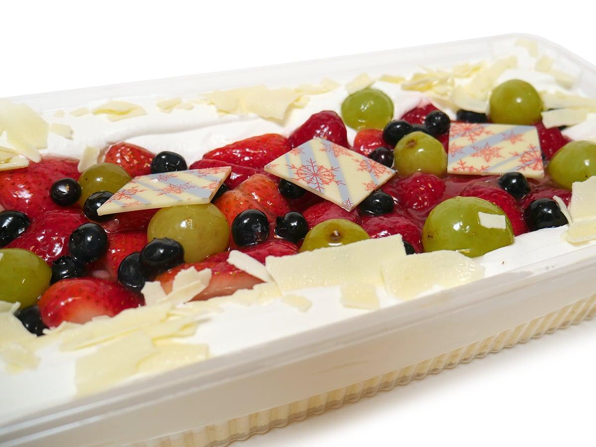 ホリデーフルーツフロマージュケーキ(コストコクリスマスケーキ2020) ホワイトチョコの飾り