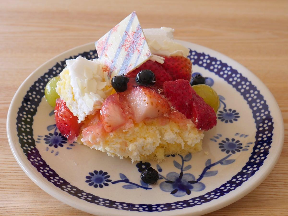 ホリデーフルーツフロマージュケーキ(コストコクリスマスケーキ2020) お皿に盛り付け