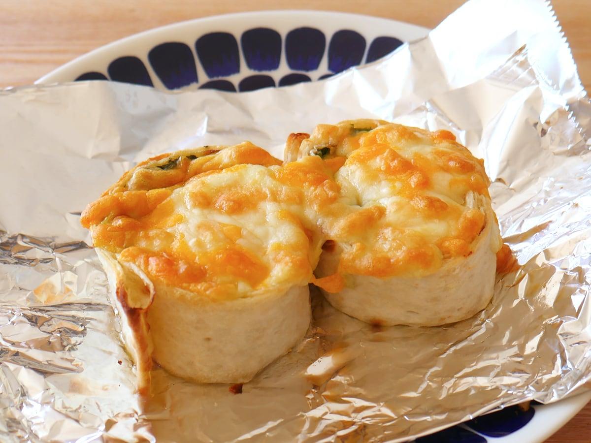スモークサーモン&シュリンプハイローラー チーズをのせて焼きハイローラー