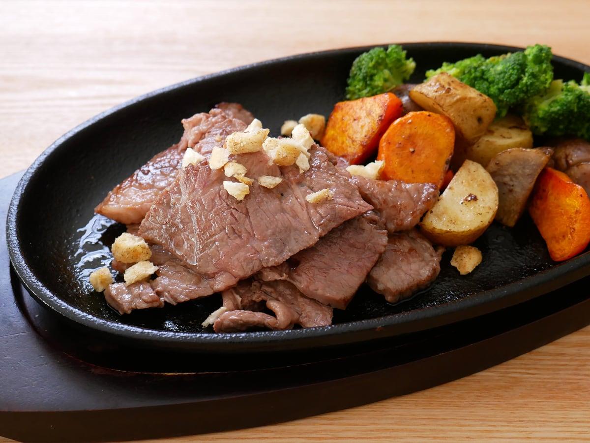 おつまみスナック サクサクにんにく 使用例:焼いたお肉に