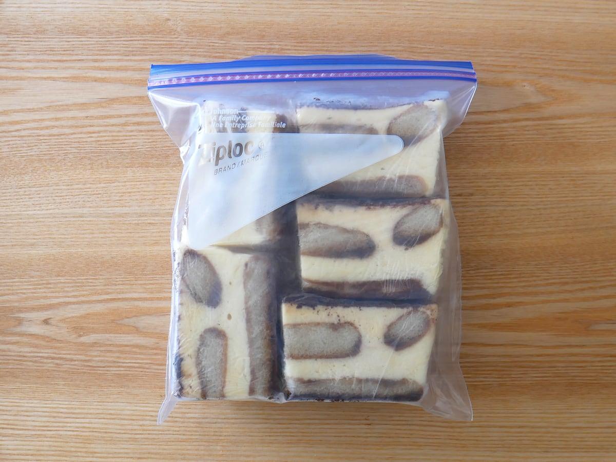 イタリアンティラミス 1人前ずつに切り分けジップロックへ入れ冷凍保存
