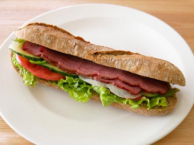 ジョーンズ 無塩せきターキーベーコン 567g 使用例:サンドイッチ