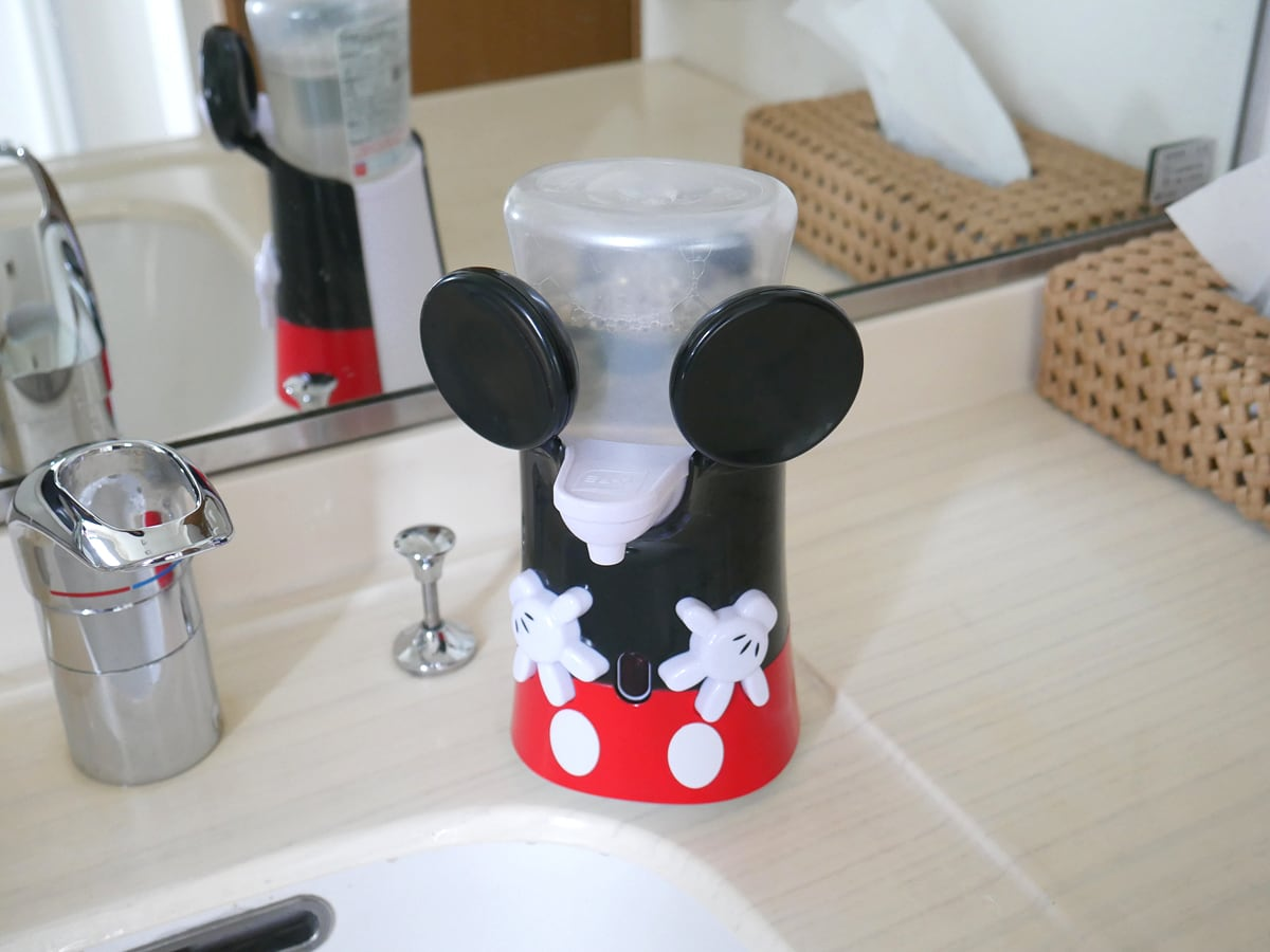 ミューズ ノータッチ泡ハンドソープ 限定ミッキーデザインカバー 洗面所に置いた