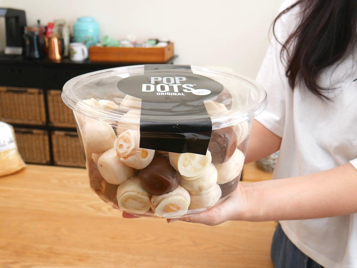 POPDOTS ORIGINAL(ポップドッツ オリジナル)0.96kg パッケージを手に持った様子
