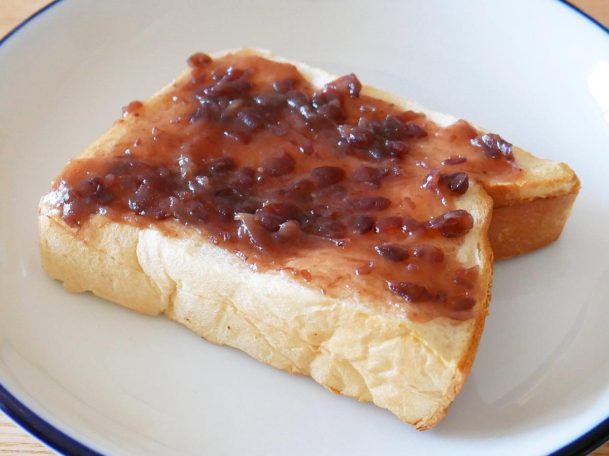 久世福商店 あんバター 550g トーストに塗り伸ばす
