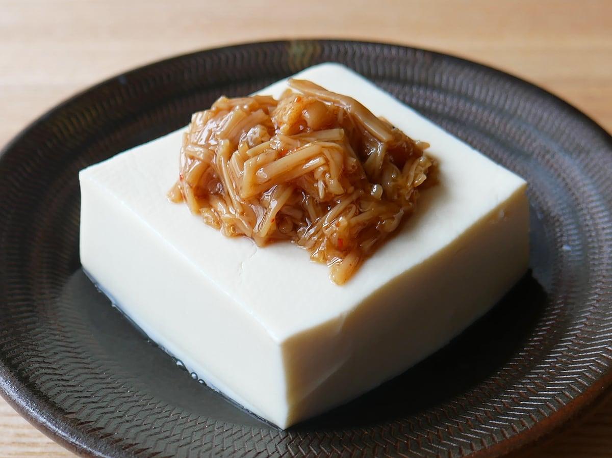 久世福商店 七味なめ茸 480g 使用例:豆腐にのせて