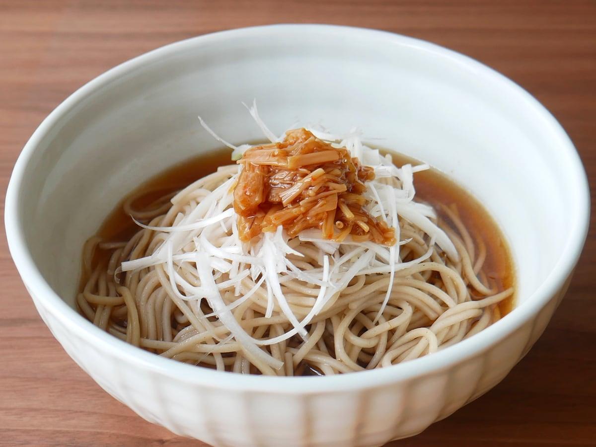 久世福商店 七味なめ茸 480g 使用例:お蕎麦のトッピング