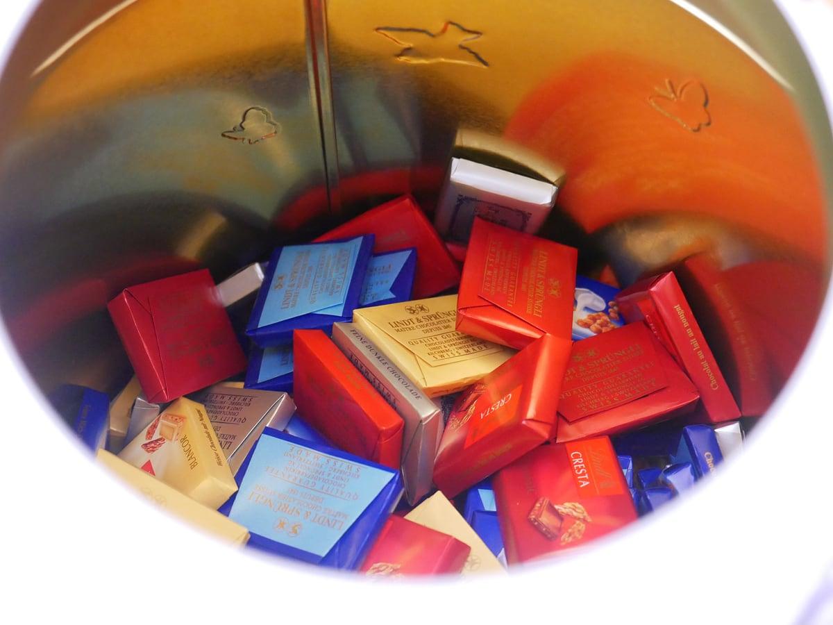 リンツ ナポリタン 1kg 紅茶缶に収納
