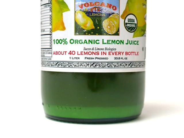 イタリアンボルケーノ 100%オーガニックレモンジュース 底の部分アップ(沈殿している)