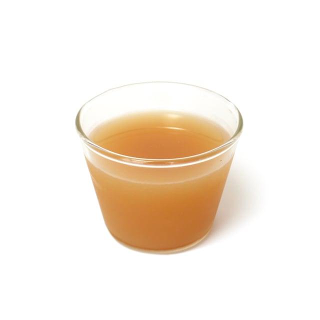 イタリアンボルケーノ 100%オーガニックレモンジュース 原液(グラスに注いだ)