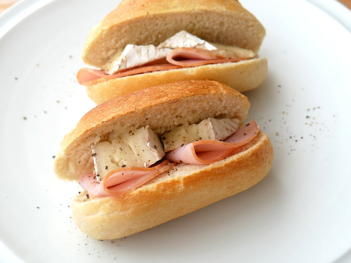 ル・ルスティックブリー(ブリーチーズ)ハムとブリーチーズのサンドイッチ